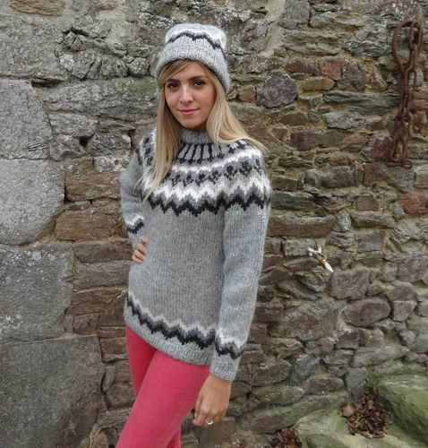 HUSAVIK AUTHENTIC  LOPI HAND KNIT SWEATER FROM ICELAND